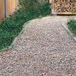 Come realizzare un vialetto in giardino con sottofondo e ghiaietto