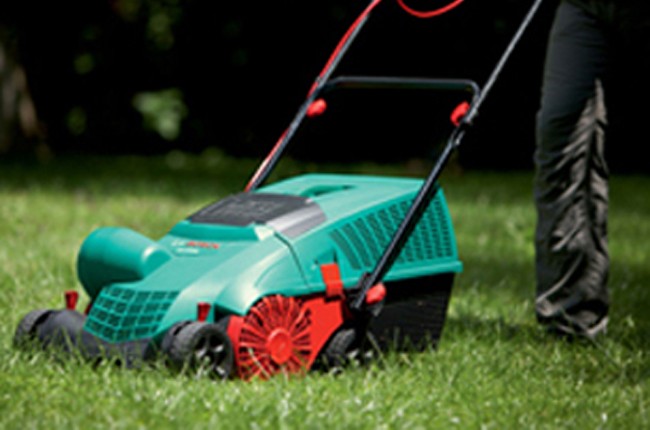 Arieggiare il prato fai da te in giardino for Irrigazione prato fai da te