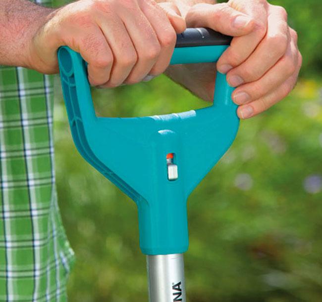 attrezzi a manico lungo, zappa, vanga, scopa metallica, attrezzi da giardino, forca, sarchiatore