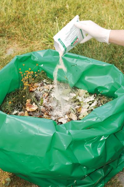 Compostiera ecologica fai da te in giardino - Sacchi di terra per giardino ...