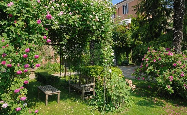 Progettare un giardino a terrazze fai da te in giardino for Giardini da arredare