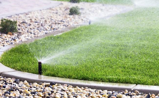 Impianto di irrigazione interrata fai da te in giardino for Impianto di irrigazione giardino