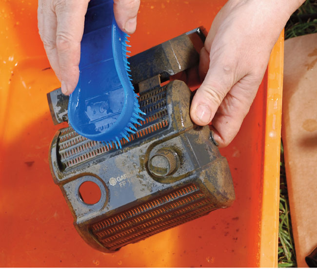 Manutenzione laghetto artificiale fai da te in giardino for Filtro per laghetto autocostruito