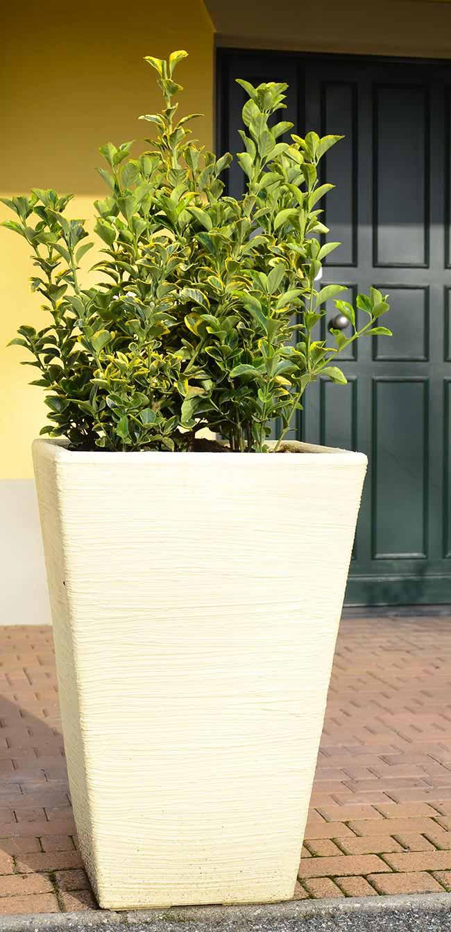 Vasiere da esterno vasi da giardino moderni in resina for Vasi decorativi per esterno