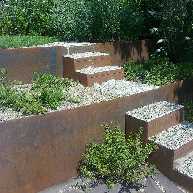 Aiuole in corten ironwall pls 735 tutor fai da te in giardino - Idee giardino in pendenza ...