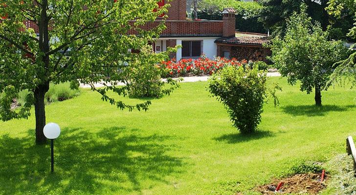 Curare il prato la riattivazione fai da te in giardino - Abbellire il giardino fai da te ...