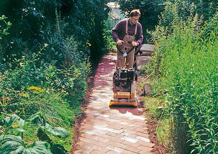 Pavimentazione con masselli autobloccanti fai da te in - Pavimentazione giardino autobloccanti ...