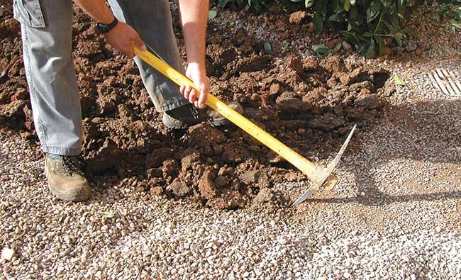 Aiuole fiorite fai da te 11 passaggi fondamentali per - Sacchi di terra per giardino ...