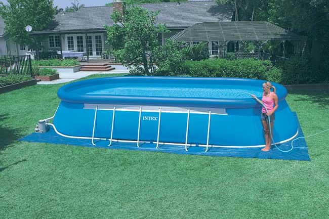 Piccole piscine da giardino finest le piscine da interno hanno dimensioni solitamente pi - Piscine piccole da giardino ...