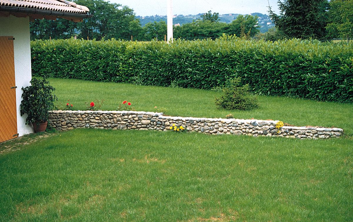 Foto Di Giardini Con Sassi.Muro Di Sassi Costruzione Di Un Muretto Di Contenimento