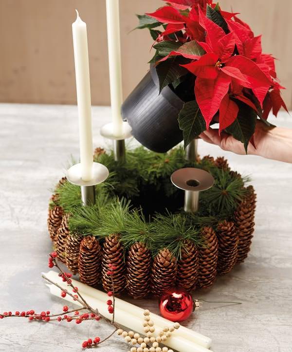 Centrotavola Stella Di Natale.Centrotavola Pigne Candele E Stella Di Natale Fai Da Te In Giardino
